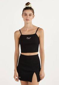 Bershka - KURZER BLEISTIFTROCK 00585019 - Áčková sukně - black - 0