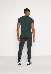 Criminal Damage - ABSTRACT JOGGER - Tracksuit bottoms - black - 2