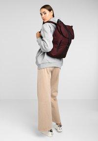 Spiral Bags - TRIBECA - Batoh - crosshatch burgundy - 6