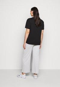 Pieces Curve - PCSIMINIA PANTS CURVE - Trousers - light grey melange - 2