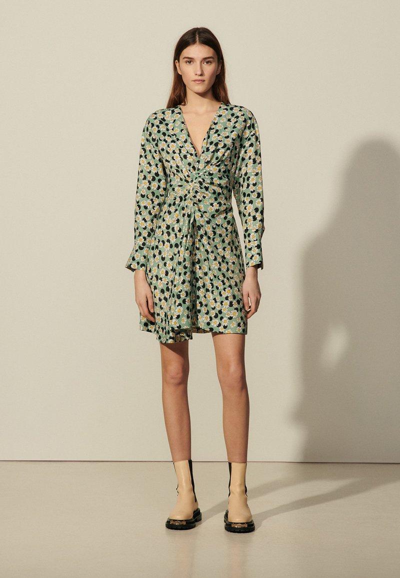 sandro - Sukienka letnia - vert/noir