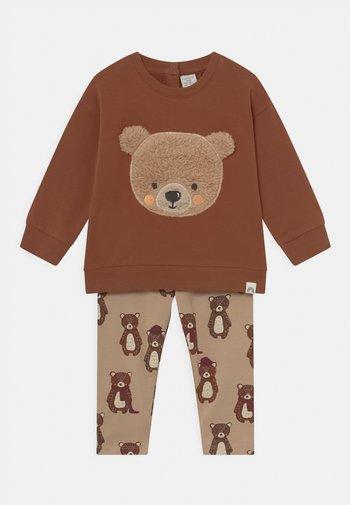 BEAR SET UNISEX - Sweatshirt - light dusty brown