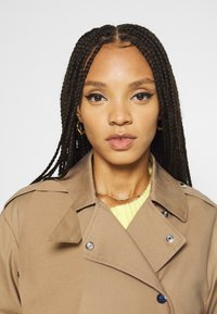 Gina Tricot - SALLY  - Trenchcoat - beige - 3