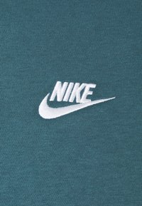 Nike Sportswear - CLUB - Sweatshirt - ash green/white - 2