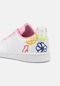 adidas Originals - STAN SMITH - Zapatillas - white/true pink - 7