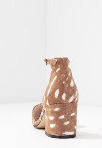 Bianco Wide Fit - WIDE FIT BIADIVIDED - Pumps - light brown - 5