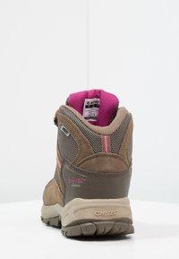 Hi-Tec - BANDERA LITE MID WP WOMENS - Trekingové boty - taupe/dune/boysenberry - 3