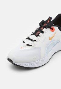 Nike Performance - REACT ESCAPE RN - Hardloopschoenen neutraal - summit white/metallic gold coin - 5