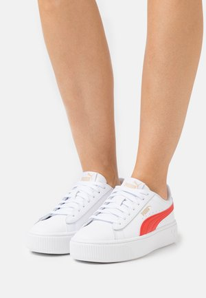 VIKKY STACKED - Zapatillas - white/poppy red/team gold