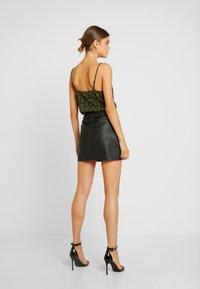 Missguided - FAUX SKIRT - Pouzdrová sukně - black - 2