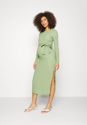 PPLISSE MIDE DRESS WITH TIE BELT SIDE SPLIT - Vestido de tubo - green