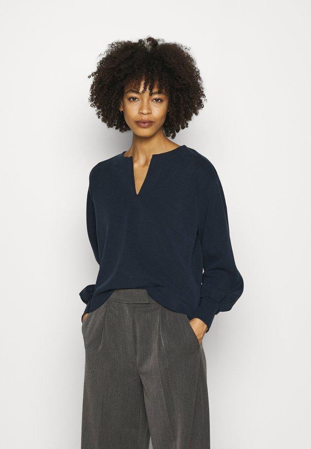 UKKI - Sweater - universe blue