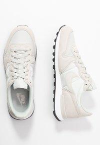 Nike Sportswear - INTERNATIONALIST - Sneaker low - phantom/light bone/summit white/black - 3