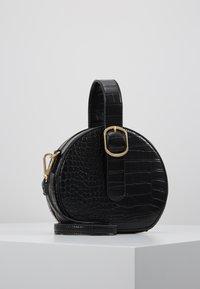 NAF NAF - RSOLYE - Håndtasker - noir - 0