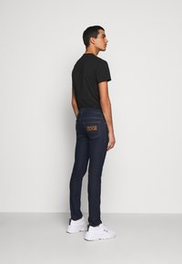 Versace Jeans Couture - DENIM RINSE - Jeansy Slim Fit - indigo - 2