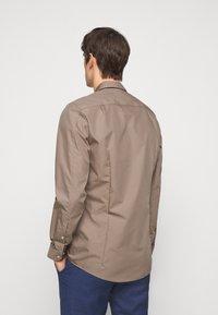 HUGO - ELISHA - Formal shirt - light-pastel brown - 2