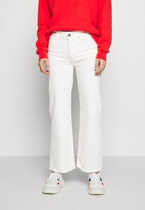 BELLIS - Jeans Skinny Fit - cream