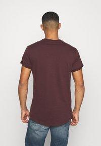 G-Star - LASH ROUND SHORT SLEEVE - Basic T-shirt - dark fig - 2