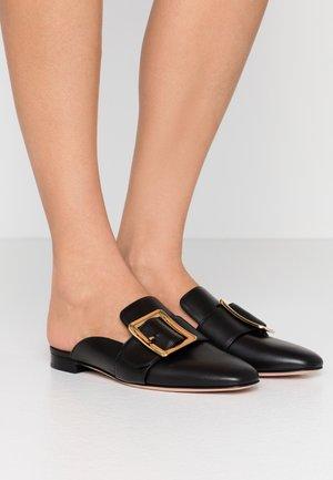 JANELLE - Pantofle - black