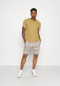 Only & Sons - ONSLINUS CHECK SHORTSDT  - Shorts - chinchilla - 1