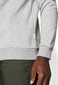Only & Sons - ONSCERES LIFE CREW NECK - Sweatshirts - light grey melange - 4