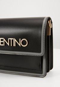 Valentino by Mario Valentino - MAYOR - Across body bag - nero/grigio - 4