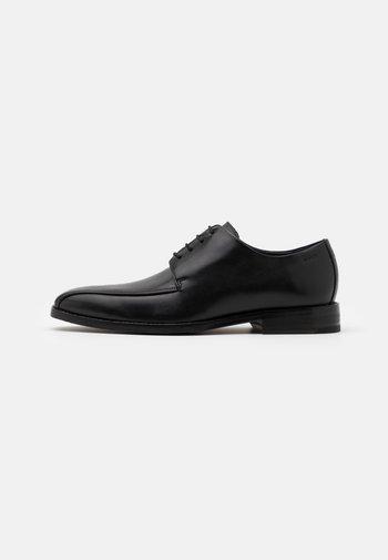 PERO PHILEMON PISTA LACE UP - Stringate eleganti - black