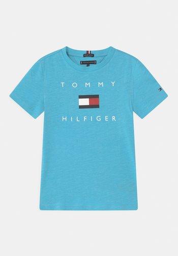 LOGO - T-shirts med print - seashore blue