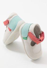 Kickers - BONBEKRO - Zapatos de bebé - blanc/rose/bleu - 6