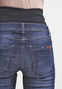 LOVE2WAIT - SOPHIA - Slim fit jeans - stone wash - 5