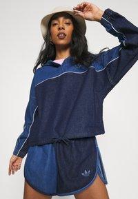 adidas Originals - Short en jean - indigo/bahia blue - 3