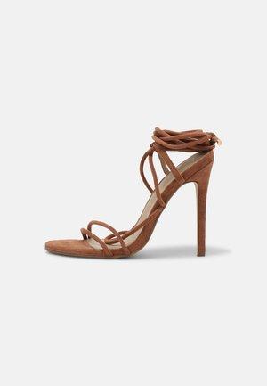 Korolliset sandaalit - tan