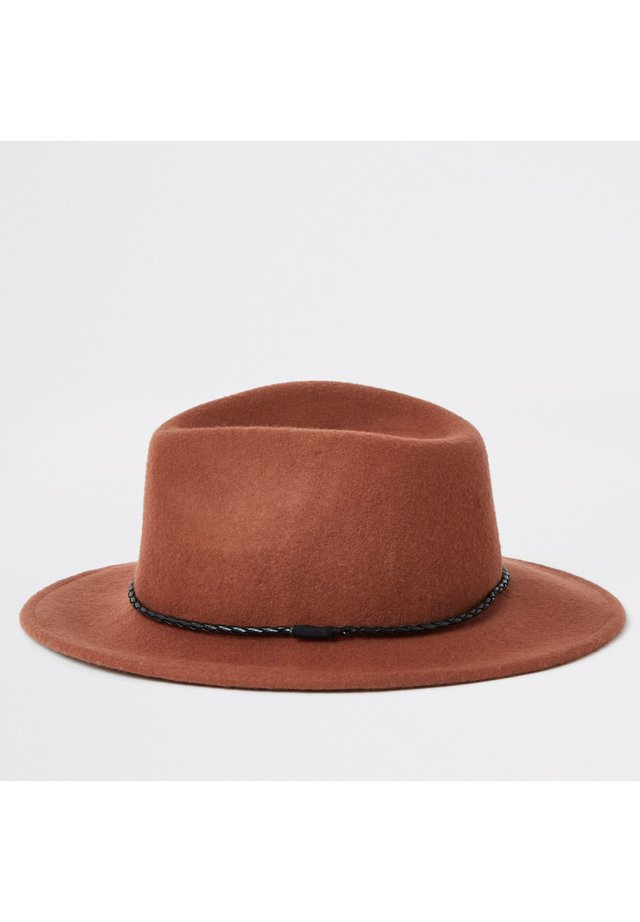 RUST FAUX LEATHER ROPE TRIM FEDORA HAT - Hat - brown