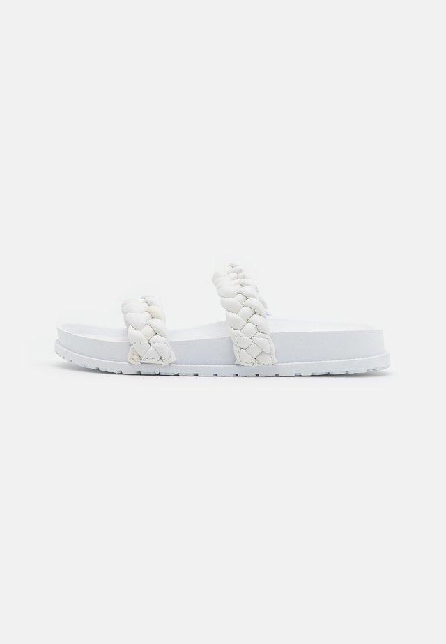 FROST - Sandalias planas - white