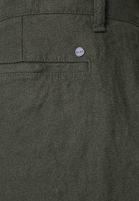 NN07 - CROWN - Shorts - dark army - 6