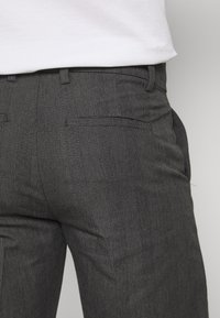 Lindbergh - CHECKED CLUB PANTS - Tygbyxor - grey - 3