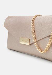 Valentino Bags - ARPIE - Across body bag - oro rosa - 3