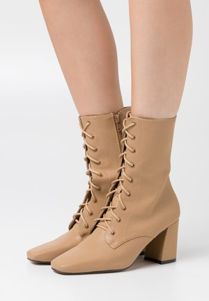 AVRI - Lace-up ankle boots - nude