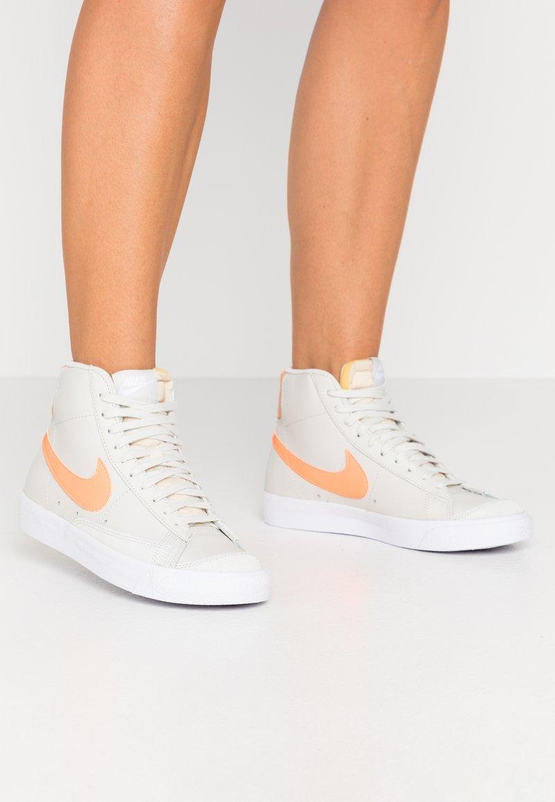 Nike Sportswear - BLAZER  - Sneakers hoog - light bone/total orange/orange trance/white