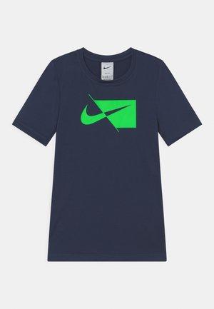 T-shirt print - thunder blue/green strike