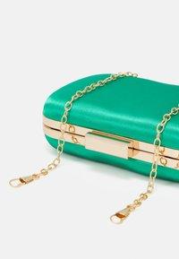Glamorous - Clutch - emerald green - 3