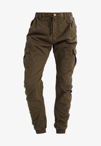 Urban Classics - Pantalon cargo - olive - 4