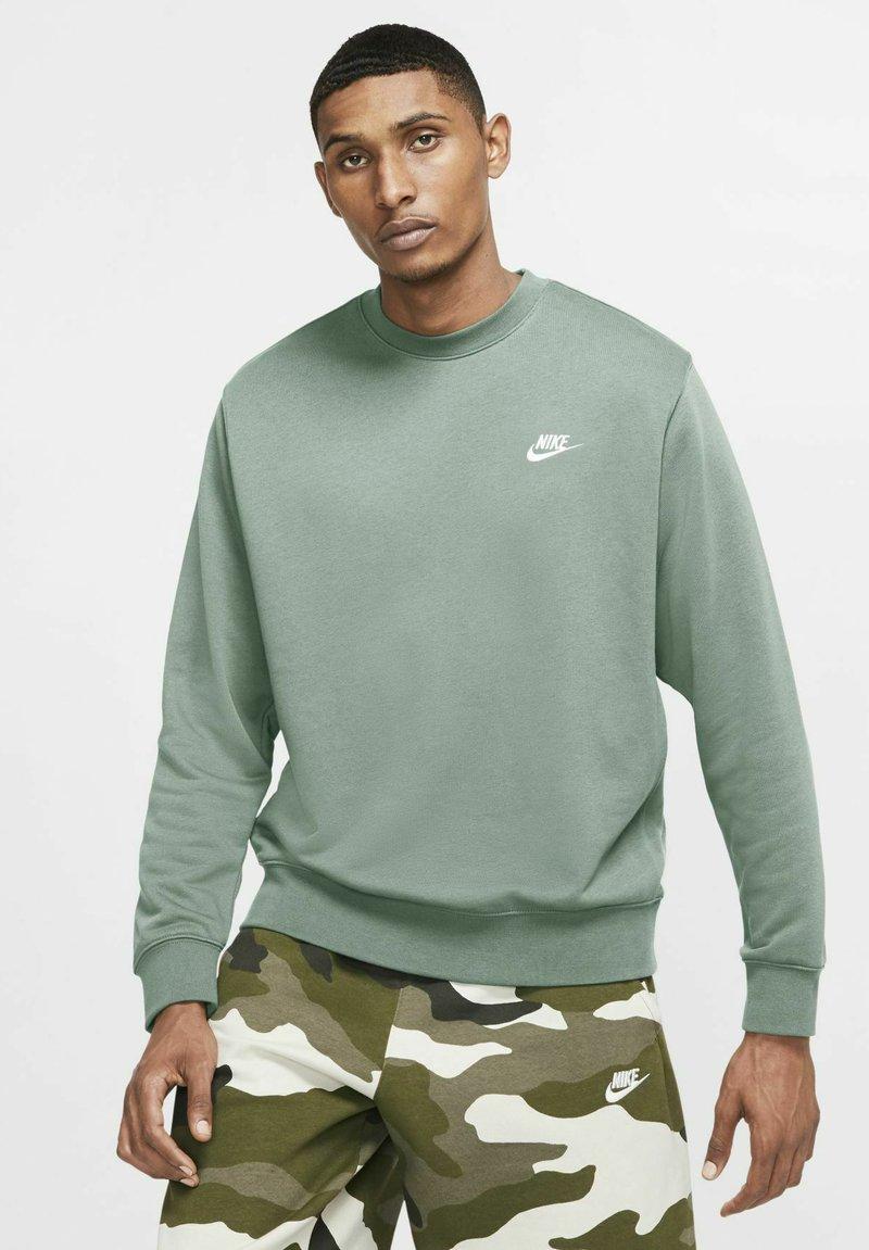 Nike Sportswear - CLUB - Sweatshirt - steam/white