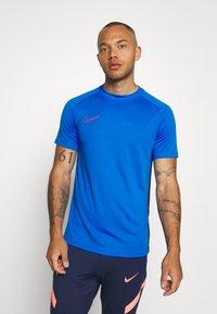 Nike Performance - DRY ACADEMY - Print T-shirt - soar/obsidian/laser crimson - 0