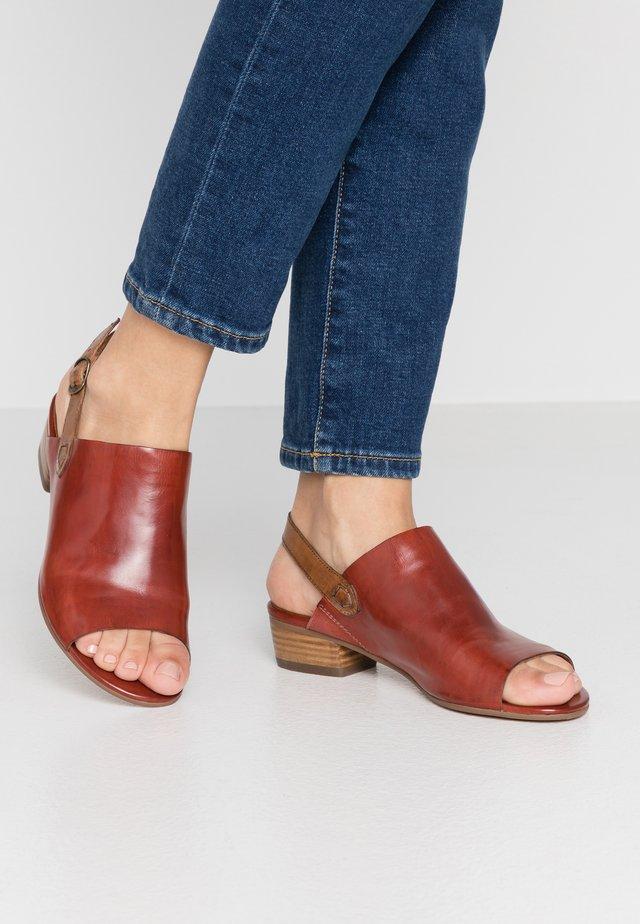 Sandaalit nilkkaremmillä - mattone