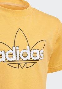 adidas Originals - OUTLINE TREFOIL UNISEX - Print T-shirt - hazy orange - 2