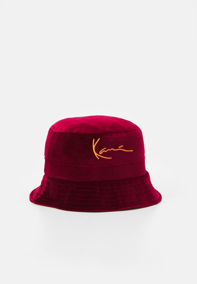 SIGNATURE BUCKET HAT - Hattu - dark red