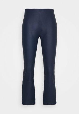 CEDAR PANT - Kožené kalhoty - ink blue