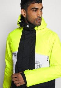 DC Shoes - DEFY JACKET - Snowboard jacket - syndicate white - 3