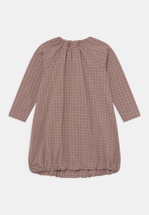 POUCH TINY GRID - Žerzejové šaty - mauve